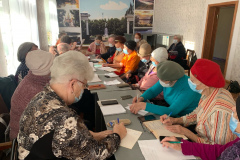 Запустили-обучение-в-мобильной-школе-для-пенсионеров-2