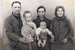 Шишканов-Степан-Андреевич-слева