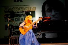 Яна Мельникова на сцене ДК им. Чапаева